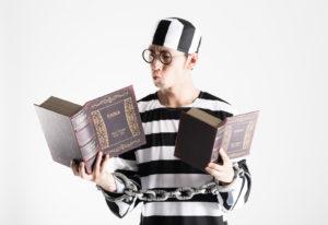 勉強する囚人