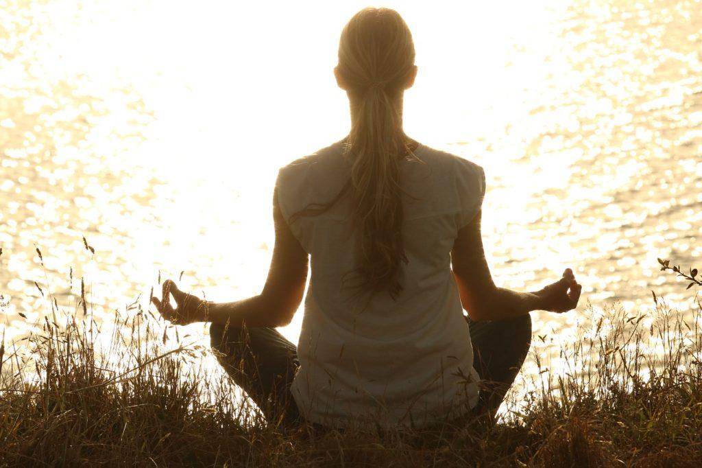 高温反復中に瞑想をする